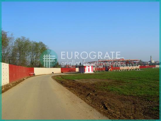 recinzioni industriali che delimitano l'area dell'aeroporto