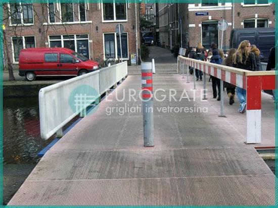 pavimentazione, recinzioni e parapetti di sicurezza in vetroresina