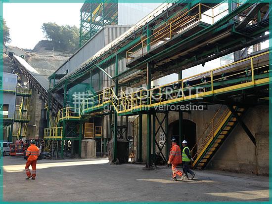 gradini grigliati per scale verticali fisse in un impianto estrattivo