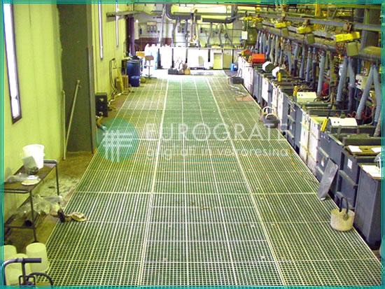 pavimentazione con grigliati in vetroresina applicati negli impianti galvanici