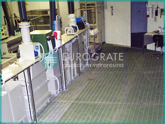 pavimenti sicuri realizzati con l'uso di grigliati PRFV per il settore galvanico