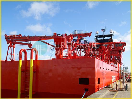 Copri pioli applicati per la salita su una nave