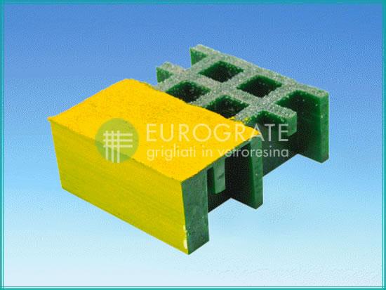La maglia dei gradini di colore verde e giallo