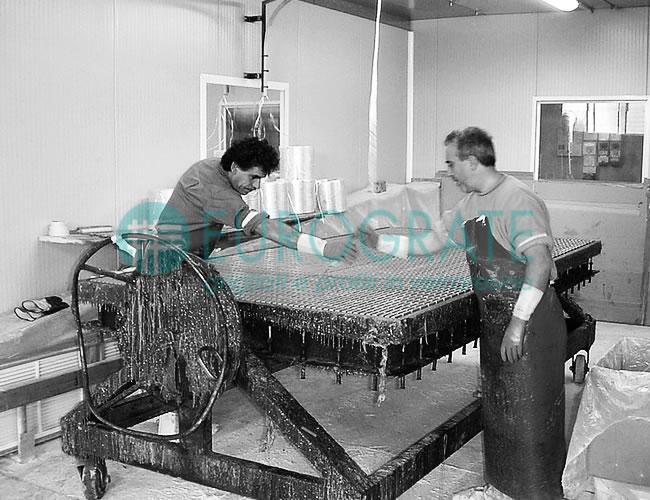 produttore di recinzioni industriali grigliate tramite un processo produttivo differente da quello dei concorrenti