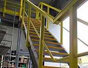 Assemblaggio di una struttura con profili e gradini grigliati
